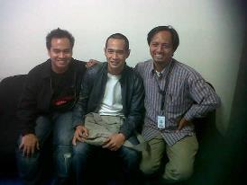 Kurniawan (tengah) di Kompas TV. Berani bersikap suarakan hak.