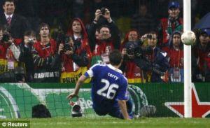 John Terry gagal mengeksekusi di Final Lig Champions 2008. Bad memory.