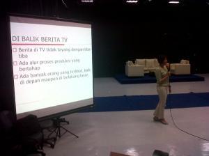 Kuliah tamu UMN menghadirkan Ratna Dumila dari Kompas TV. Mengenal dunia nyata media.