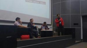 Seminar 'Enaknya Jadi Wartawan Olahraga'. Mendekatkan mahasiswa ke dunia nyata.
