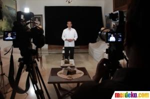 Joko Widodo dalam pengambilan gambar iklan PDI-P. Propaganda sederhana namun dalam. Foto dari Merdeka.com