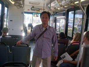 Suasana di dalam bus di Maui. Nyaman, penumpang sedikit.
