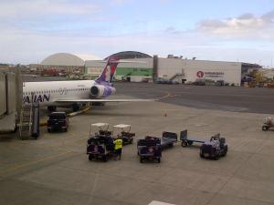 Boeing 717 yang menerbangan dari Honolulu ke Hawaii. Beda waktu 17 jam dari Jakarta.