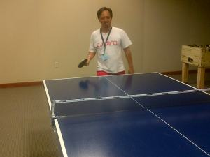 Berolahraga usai sesi seminar. Dari meja pingpong sampai table football pun ada.