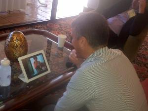 Menggunakan skype dari Hawaii ke Brasil. Obat kangen teknologi tinggi.