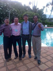 Bersama kawan dari Malaysia, Mexico, dan Kolumbia. Kompak menyambut hari baru.
