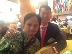 Bersama sahabat dari Myanmar. Asah Bahasa Inggris untuk percaya diri.