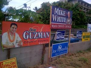 Poster-poster calon pemimpin di Maui. Jangan bayangkan ada baliho segede gajah.