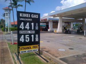 Pompa bensin di Kihei, Maui. Tak ada manusia melayani.