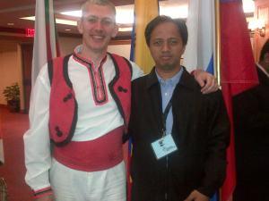 Bersama Vladimir, kamerad dari Bulgaria. Senyum antar benua.