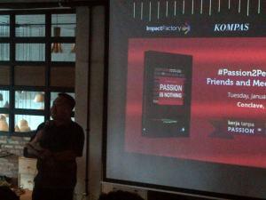 Rene Suhardono dalam peluncuran bukunya. Untuk Indonesia lebih baik.