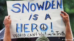 Dukungan untuk Snowden. Diburu dan dipuja.
