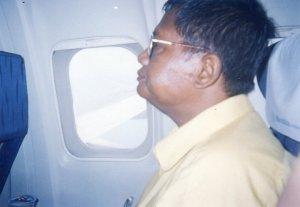 Papa, pertama naik pesawat. Menuju Jakarta, 2003.
