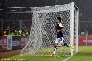 Ekspresi gembira Coutinho kembali memerawani Geloa Bung Karno. Menjadi pengubah pertandingan.