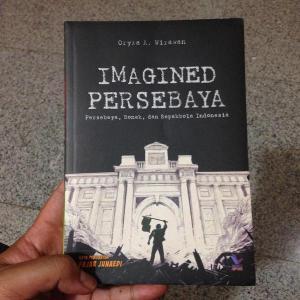 Buku Imagined Persebaya. Sarat sejarah dan aneka kisah sepak bola.