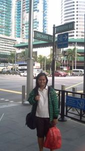 Singapura, salah satu setting novel. Bertemu hal tak terduga.