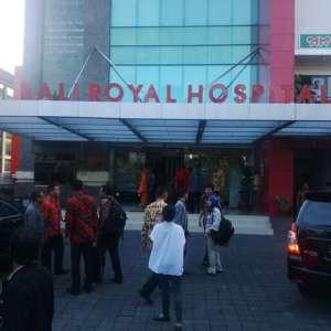 Suasana RS Bros Renon saat Presiden Jokowi mejenguk Conny. (Foto: Detikcom)