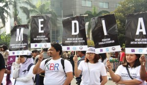 Demo pekerja media. Pesannya kuat, sayang tak diekspose.