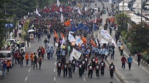 Aksi damai para buruh. Menghapus stigma rusuh.