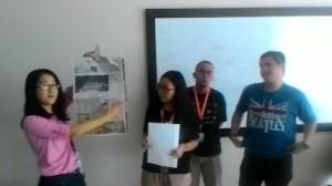 Ekspose pemberitaan Dahlan Iskan di media. Mahasiswa mempelajari realitas, antara 'yang seharusnya' dan 'yang sebenarnya'.