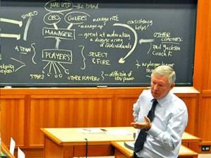 Gaya kepemimpinan Fergie. Jadi bahan studi di Harvard.