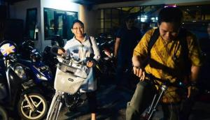 Menlu Retno Marsudi bersepeda gaya Belanda. Ingin rutin biking. (Foto Kemenlu via Viva.co)