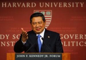 Susilo Bambang Yudhoyono. Bahasa Inggrisnya nyaris sempurna, almost perfect.