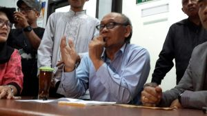 dr.Toniman Koeswadjaja Direktur RSIA Mutiara Bunda Ciledug. Klarifikasi vaksin palsu.